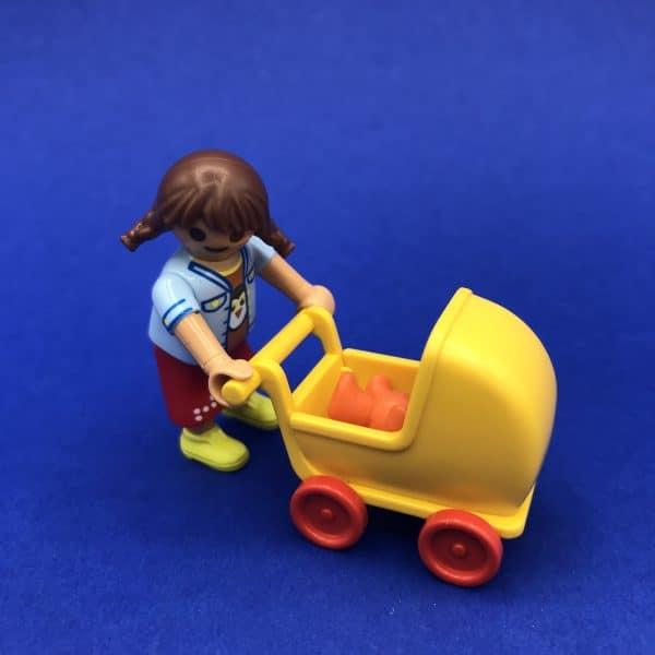Playmobil-meisje-poppenwagen
